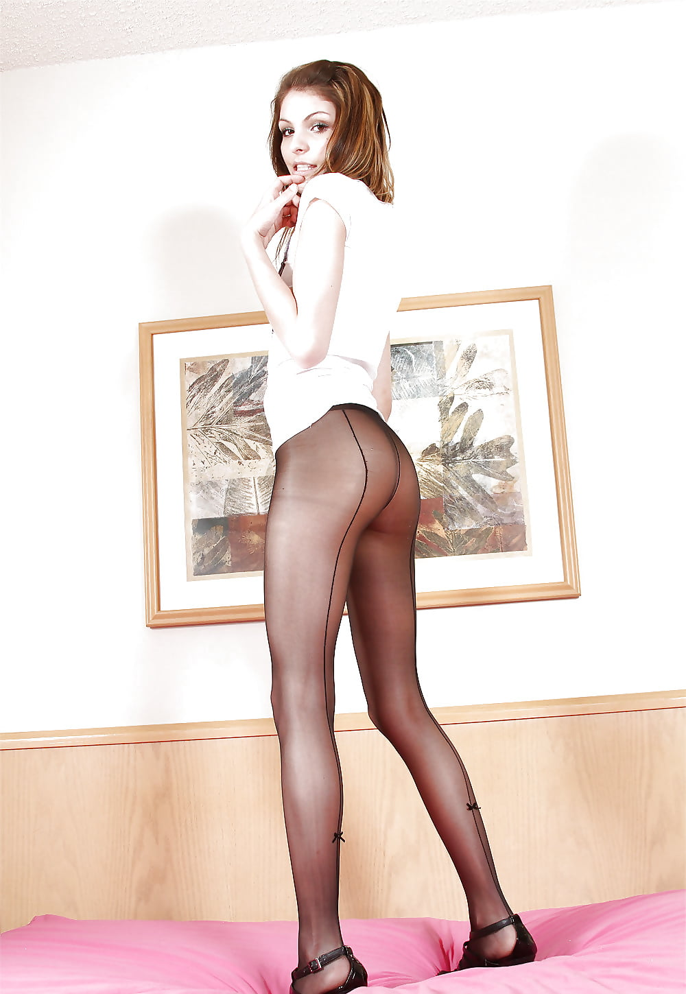 pornstar-skinny-girls-in-tights-nylons-pantyhose-flashing