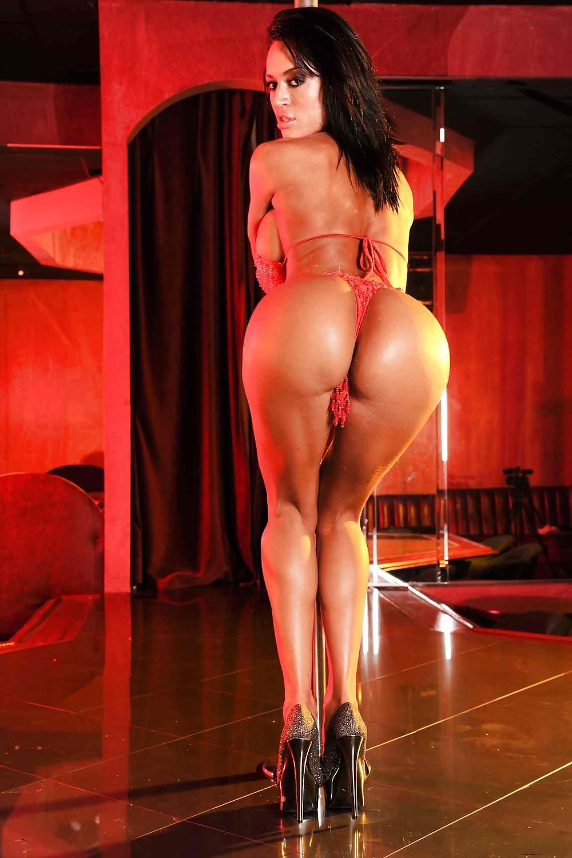 striptiz-s-bryunetkami-onlayn