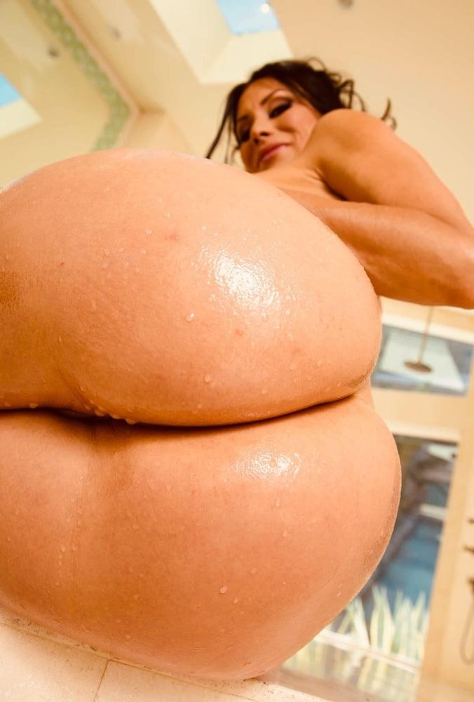 Engrossing Big Juicy Bootys 1