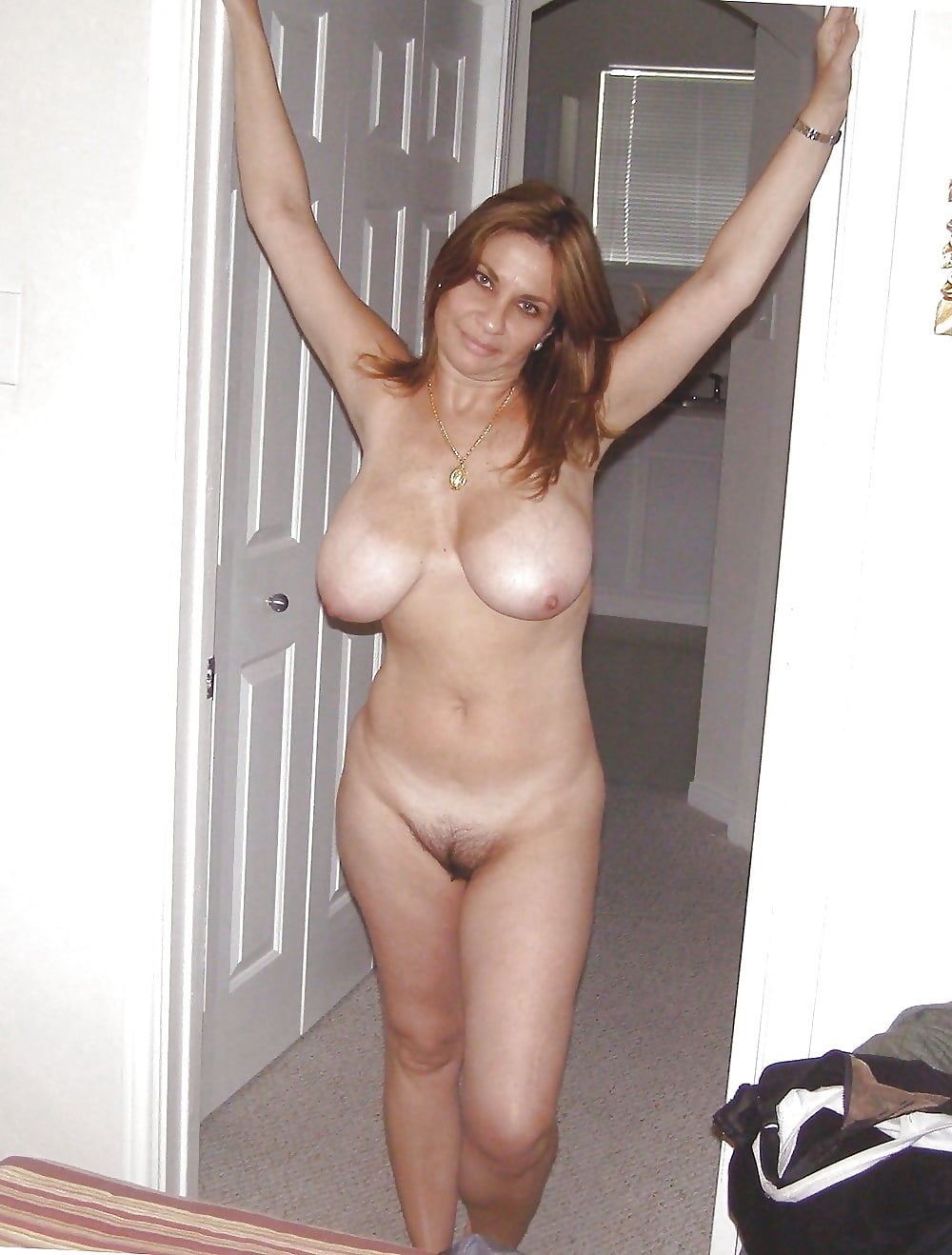 Extreme saggy tits