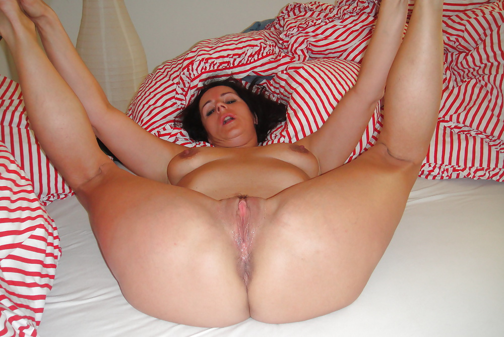 real-mom-spread-nude-girls-being-fucked-pictures