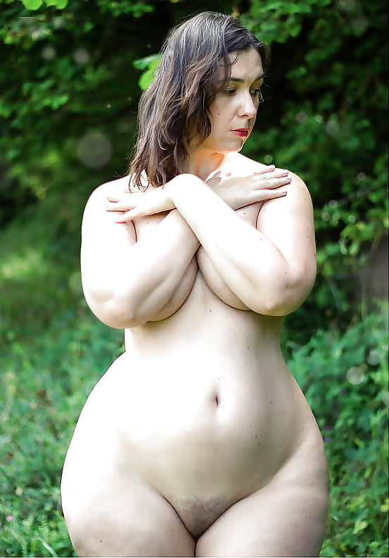 wide-hips-busty-xxx-naked-woman-bending-over-showing-pussy
