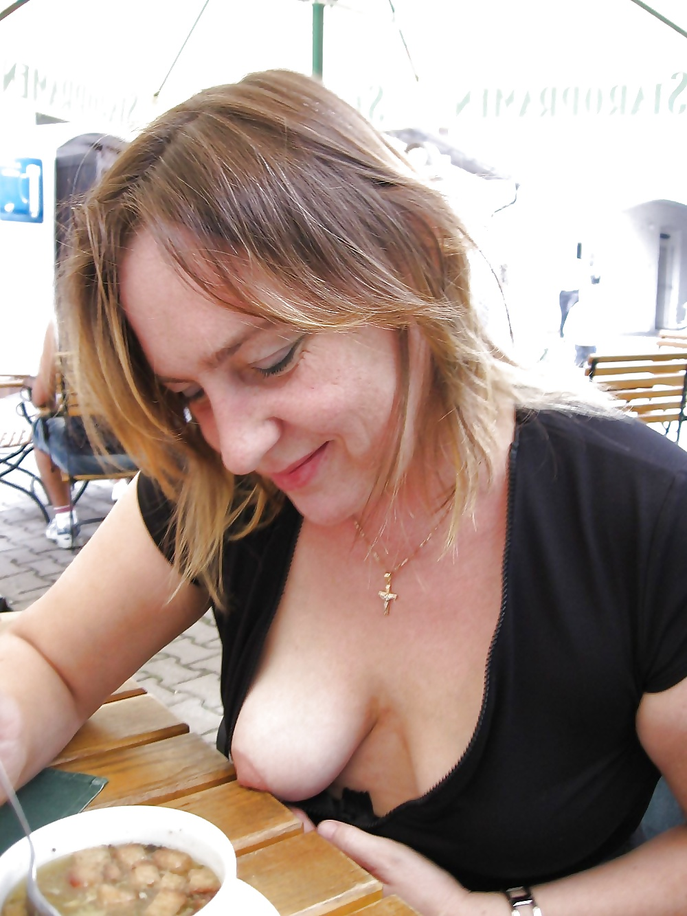 Candid Mature Cleavage