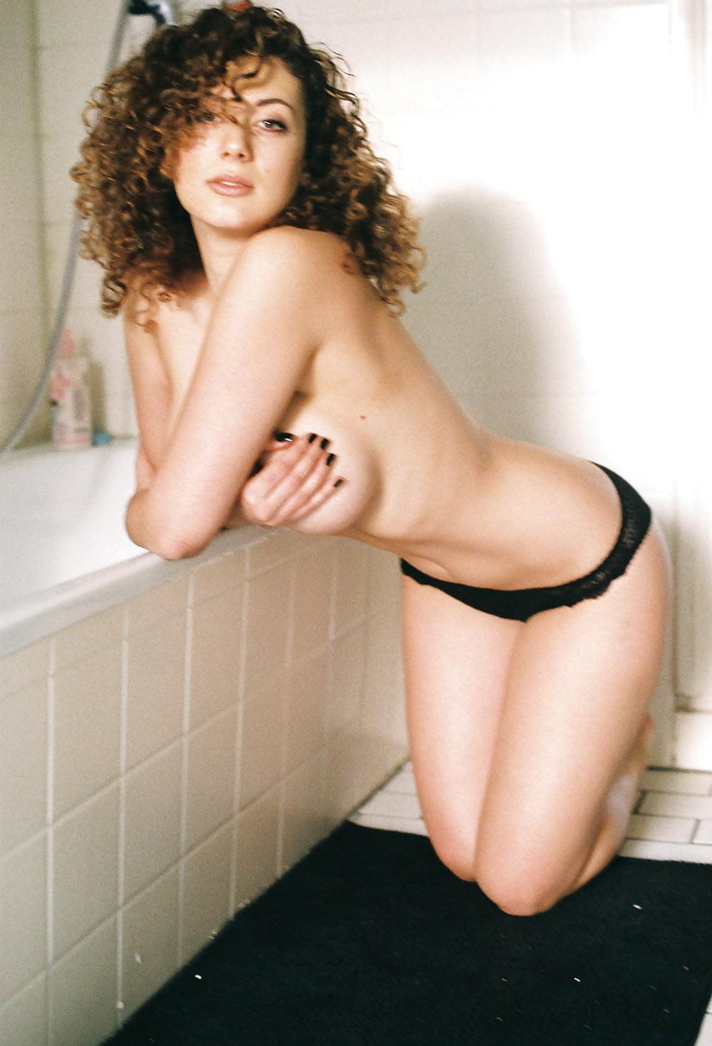 Celeb Leila Lowfire Nude Pics Png