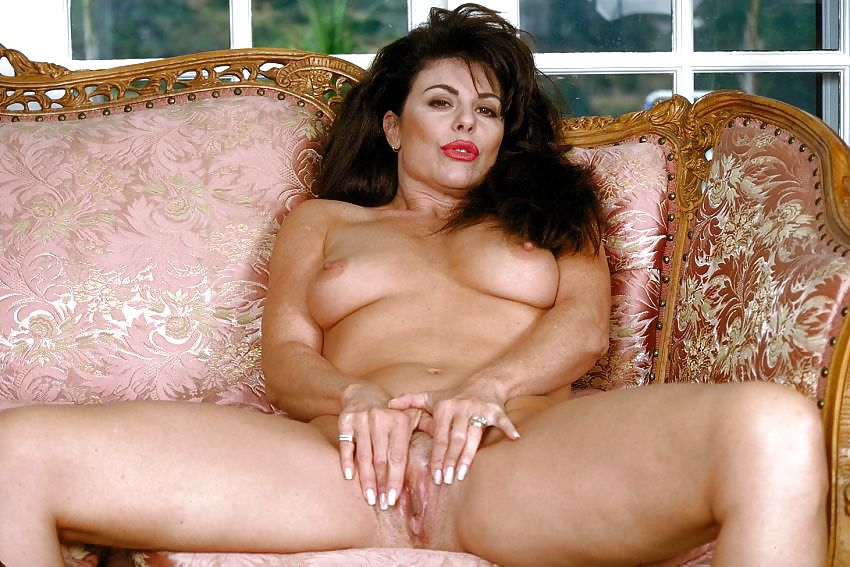 Старая порно актриса брюнетка