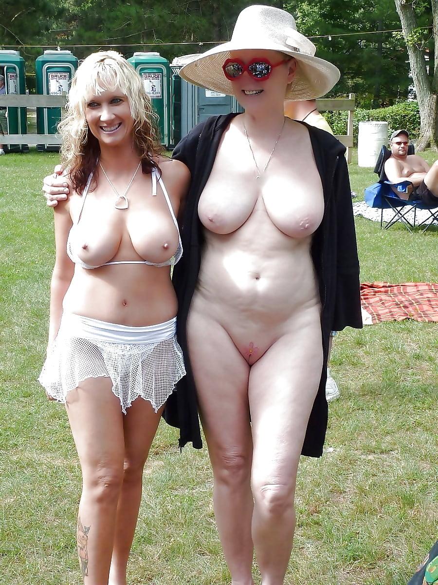 Голые старушки близняшки фото 12