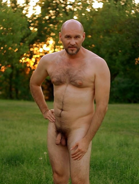 Bald naked men with long facial — pic 8