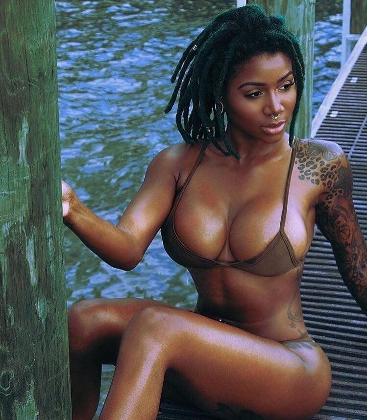 hip-hop-models-tits-babe-naked
