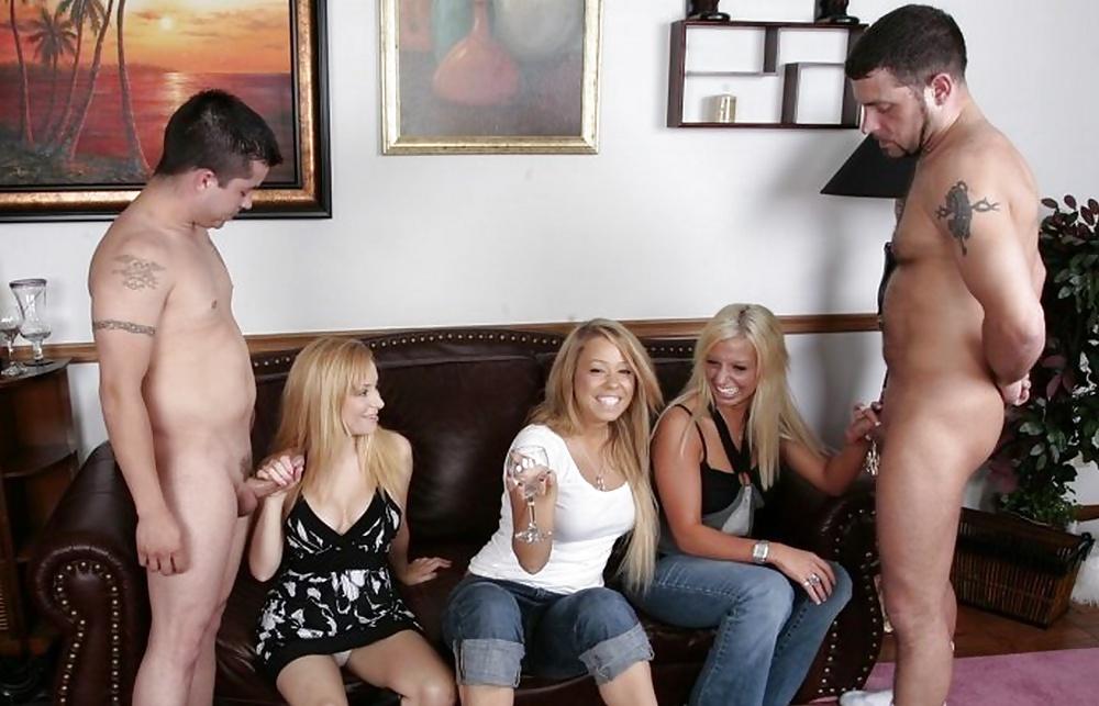 порно девушка среди мужиков порно видео