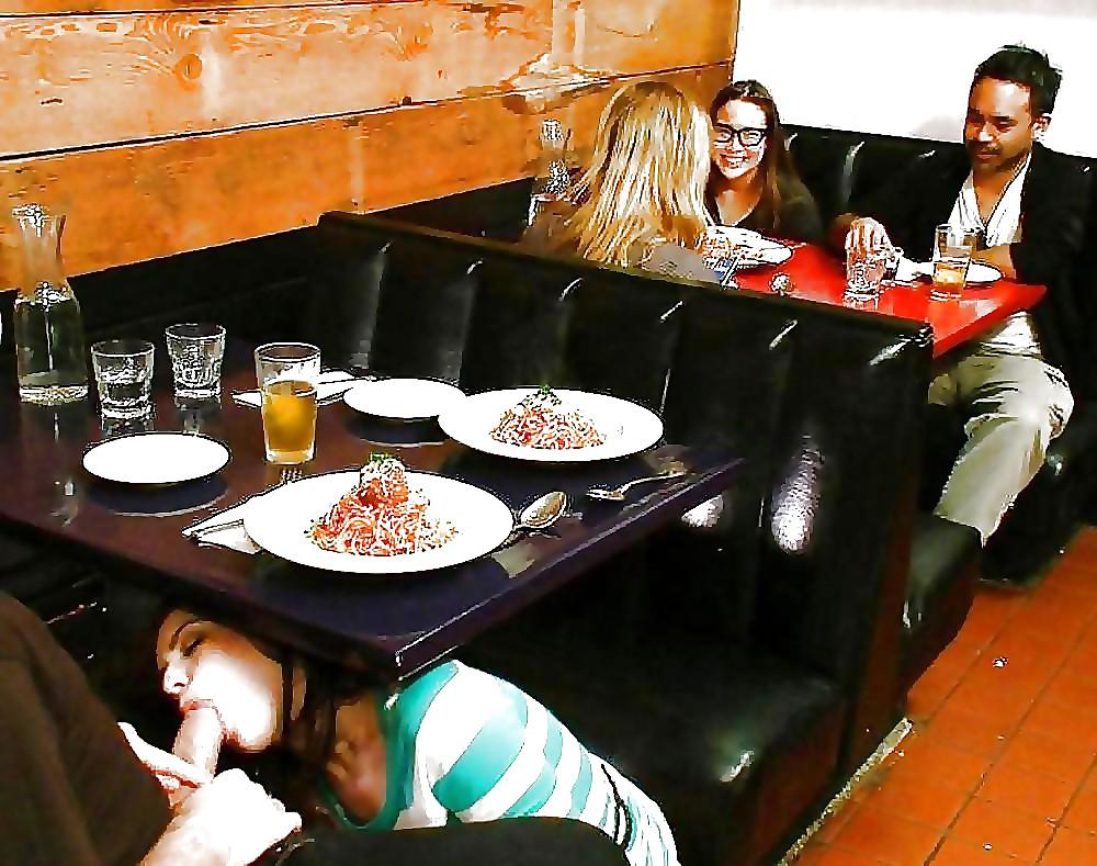 Сосет хуй под столом в кафе, кончила по настоящему подборки
