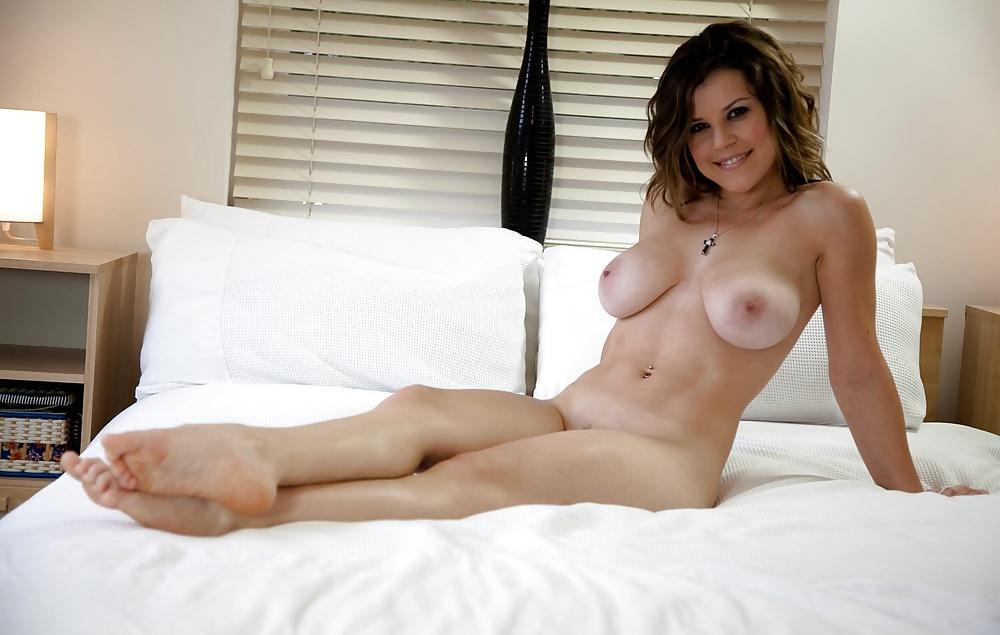 Milf bedroom nude
