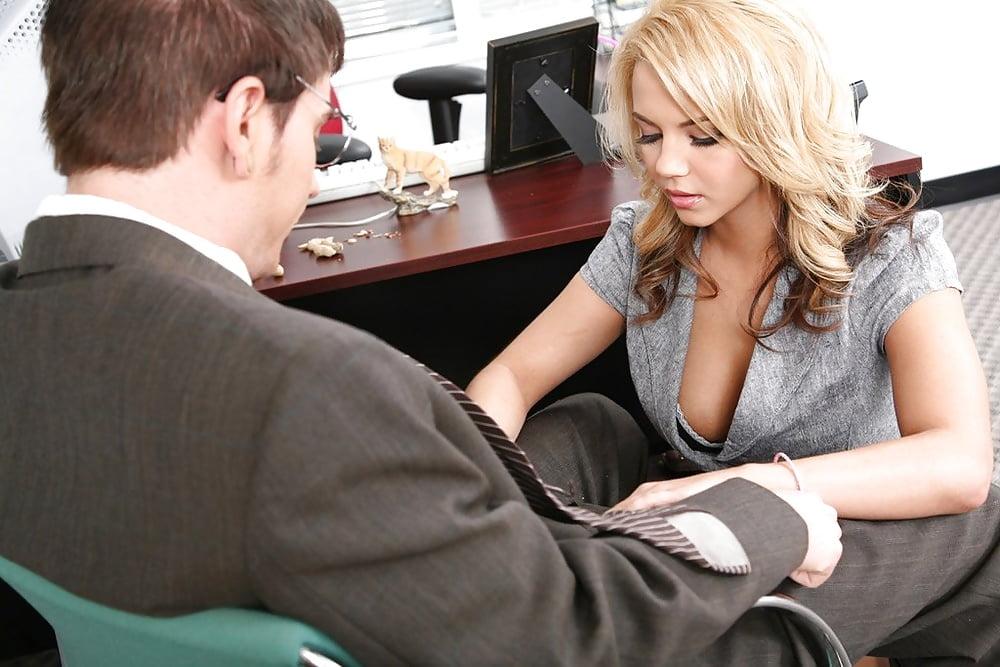 Секс с молодой секретаршей грудастой — pic 9
