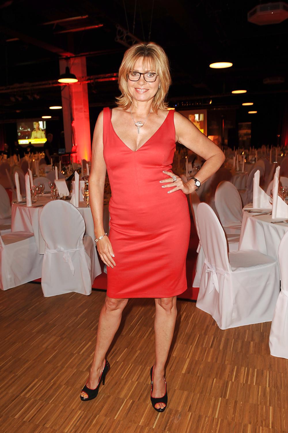 Elegant Mature Amateur Ladies Fully Clothed3 - 29 Pics -3164