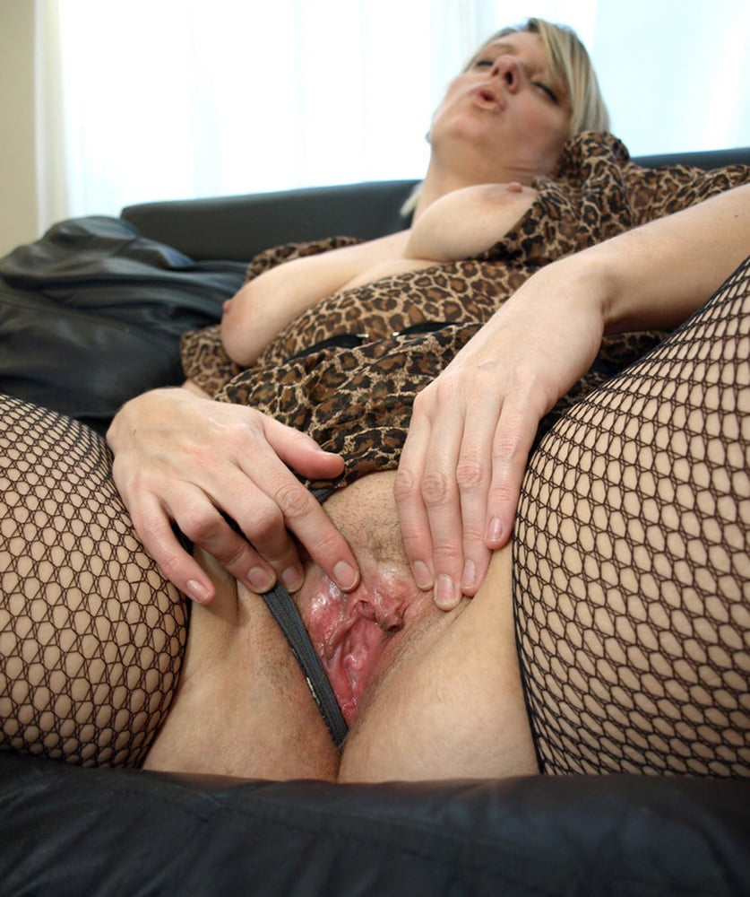 Exotic Solo Girl Spreads Her Pussy Lips For Closeups After Toying Her Vagina Volwassen Solo Pussy Toy Girl