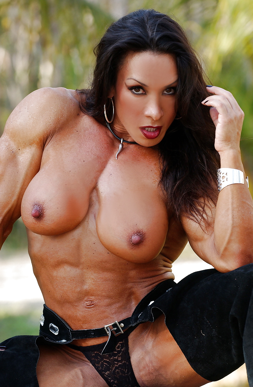 female-bodybuilder-drilled-nudist-family-hidden-camera