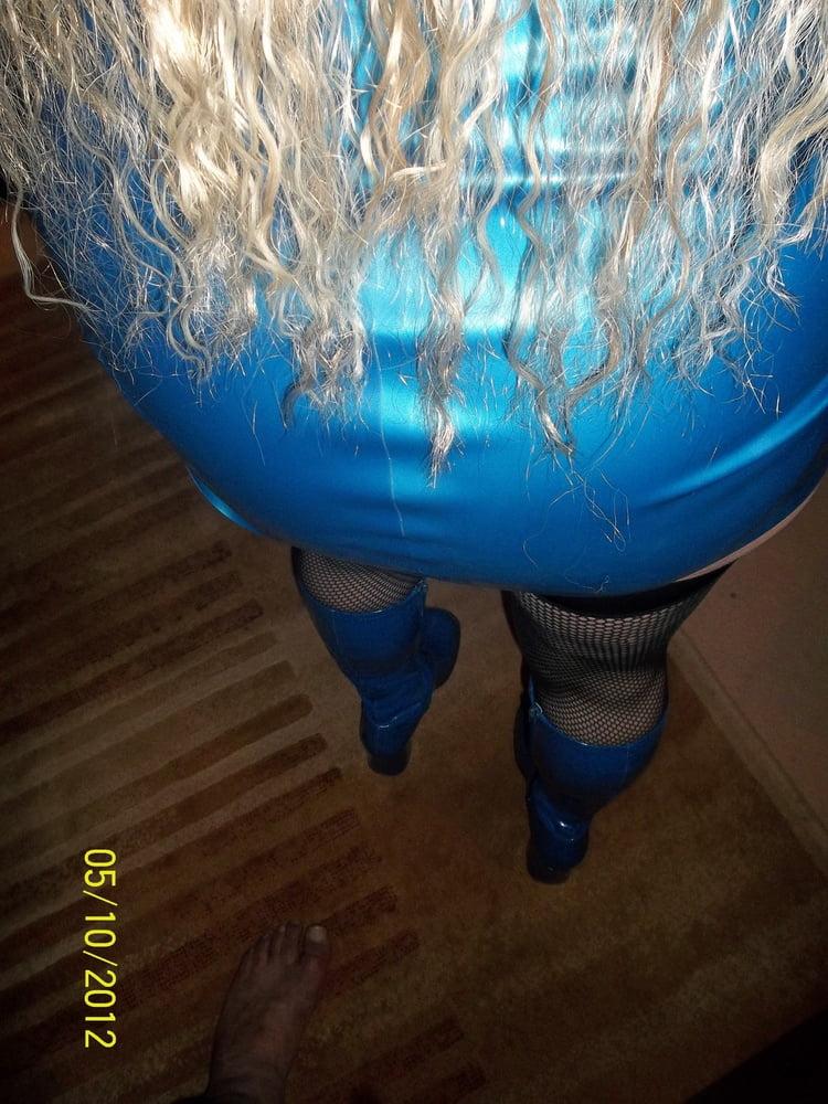 BLUSHING BLUE - 182 Pics