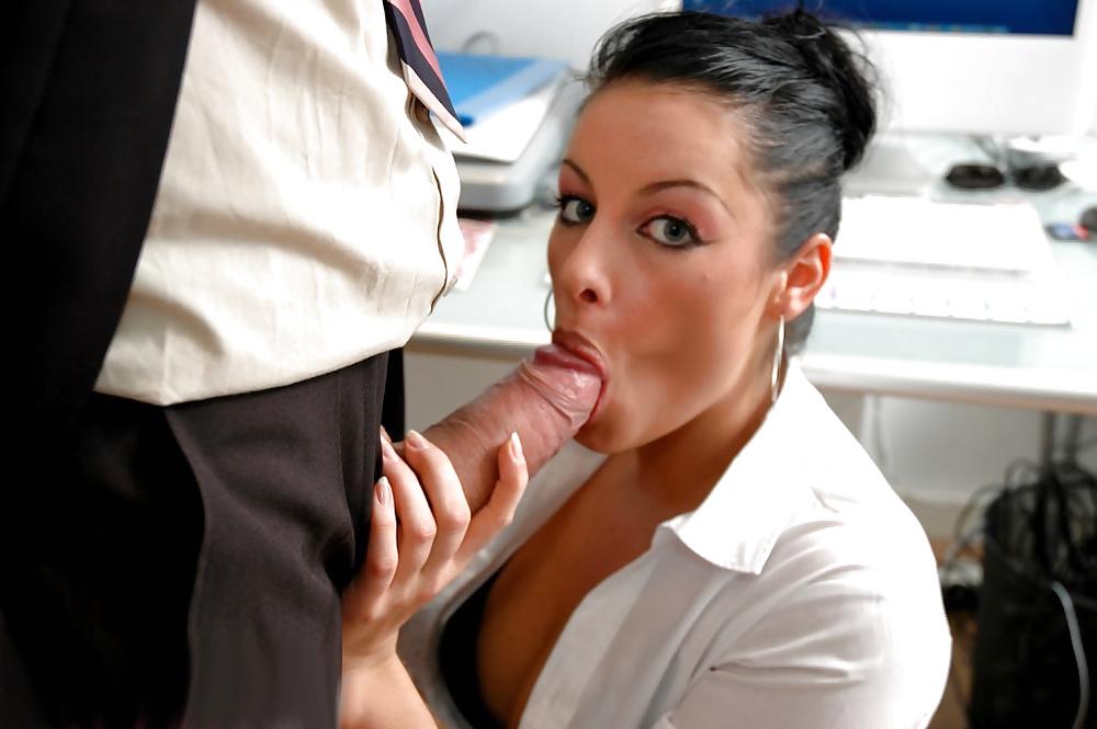 Татьяна решила сосать у начальника