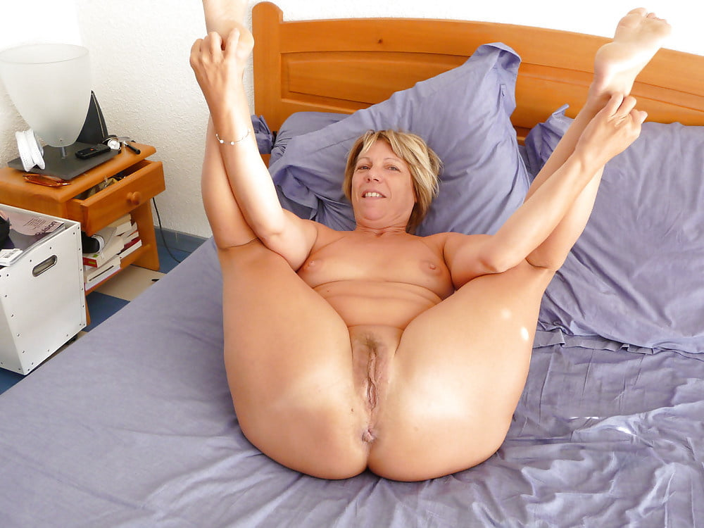 Blonde Sexy Granny Has A Nice Phat Ass And Beautiful Legs