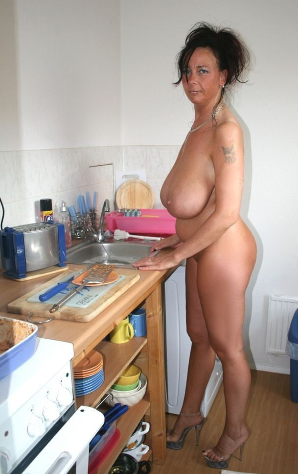 milf-nude-in-the-kitchen