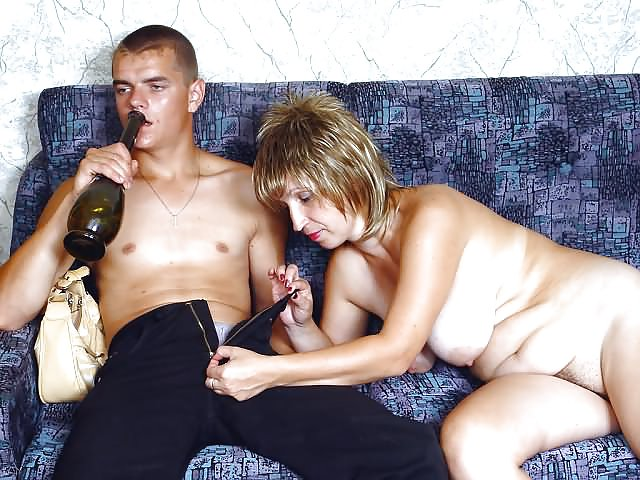 что творит пьяная зрелая женщина горячие