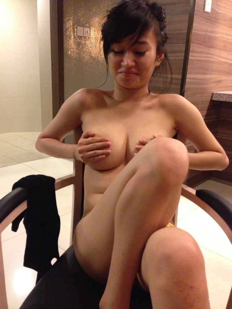 naked-singaporean-girlfriend