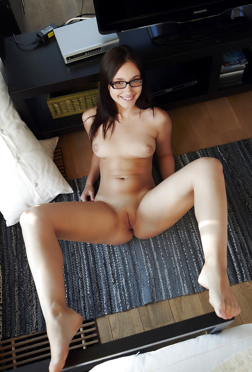 nude-girl-glasses-posing-bed-archive
