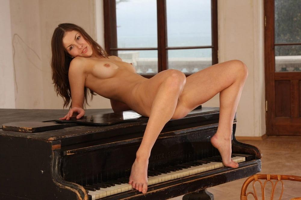Секс по русски по пианистки, смотреть секс в фитнес зале одежде лосины