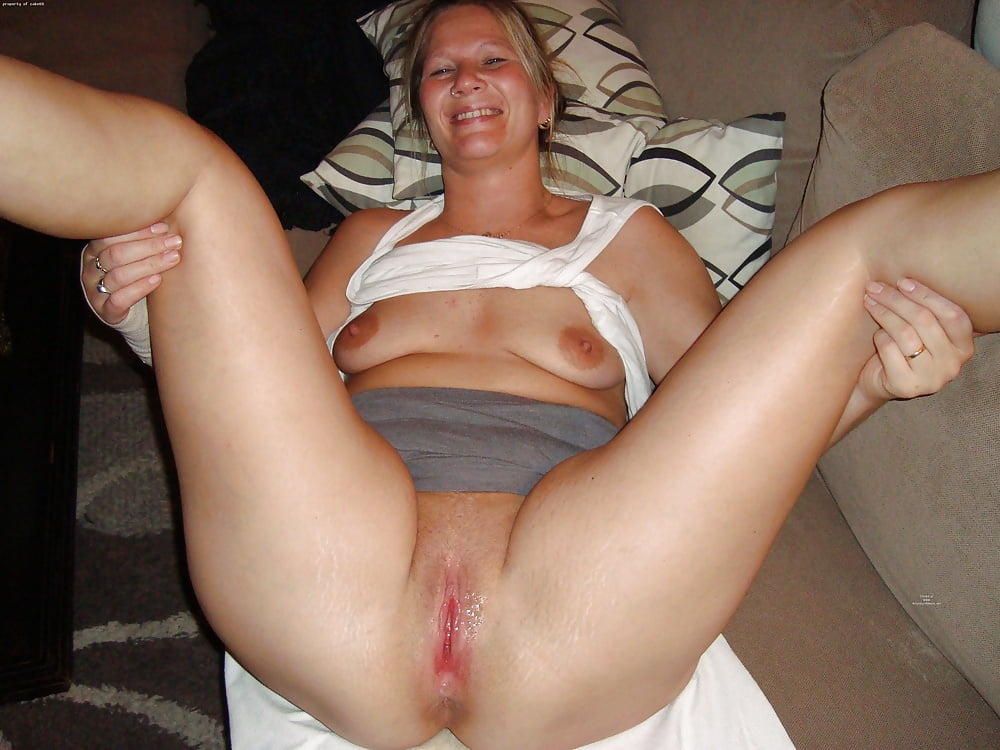 Manuela, horny mature milf wearing high heel shoes and a crotchless fishnet body