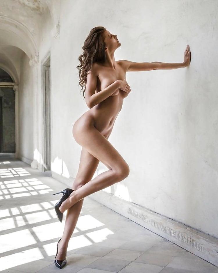hot-sexy-nude-models-in-heels-gif