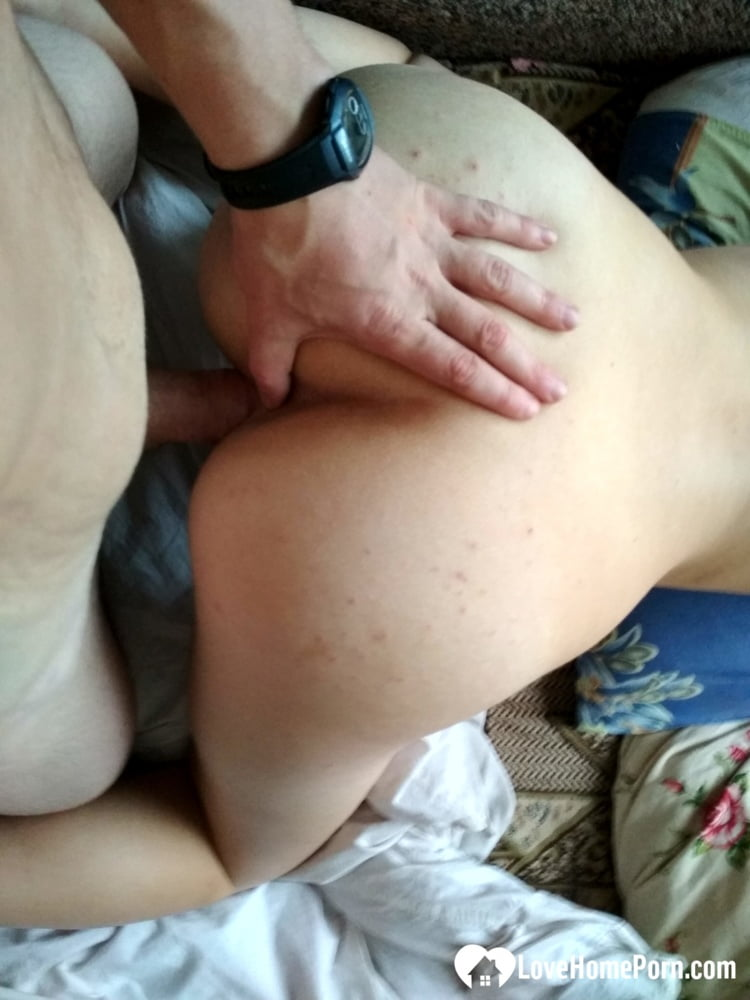 Shafting my girlfriend after a nice blowjob - 34 Pics