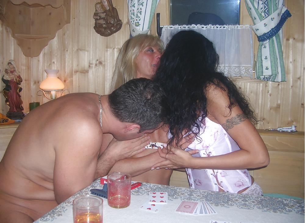Смотреть развратные русские свингеры в бане, фотки сама себя сняла зрелая женщина