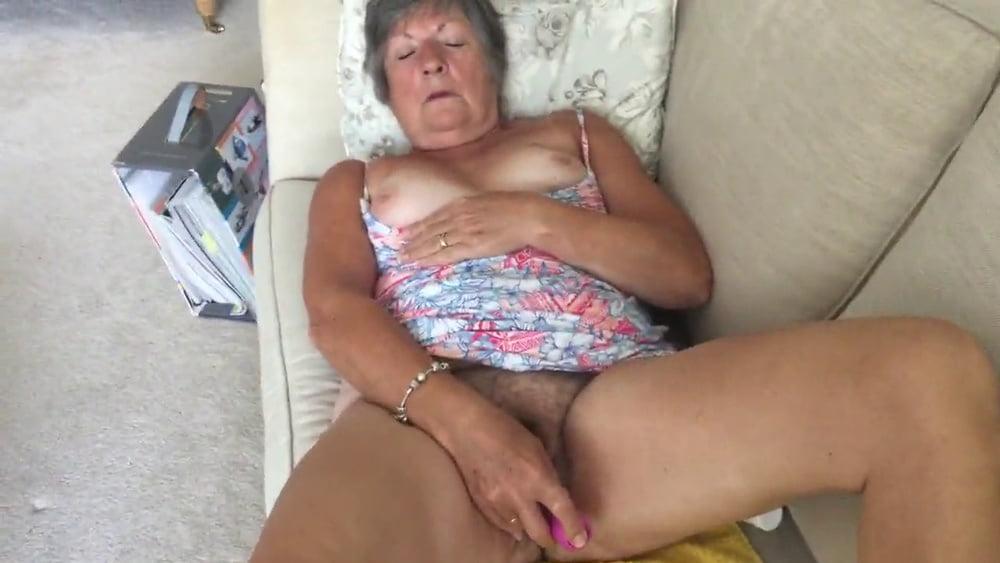 GILF Linda from Brighton - 35 Pics