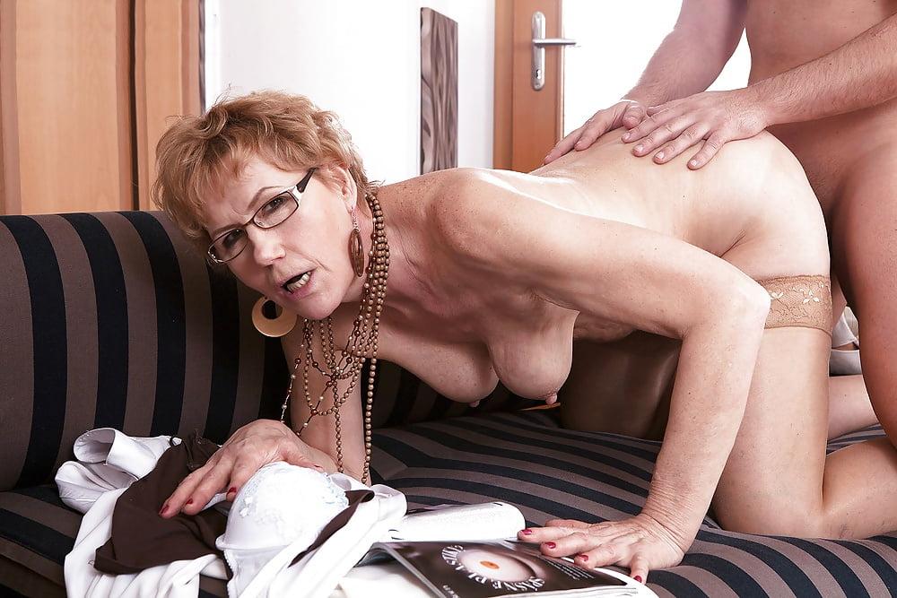 Смотреть порно фильмы зрелые женщины в очках онлайн