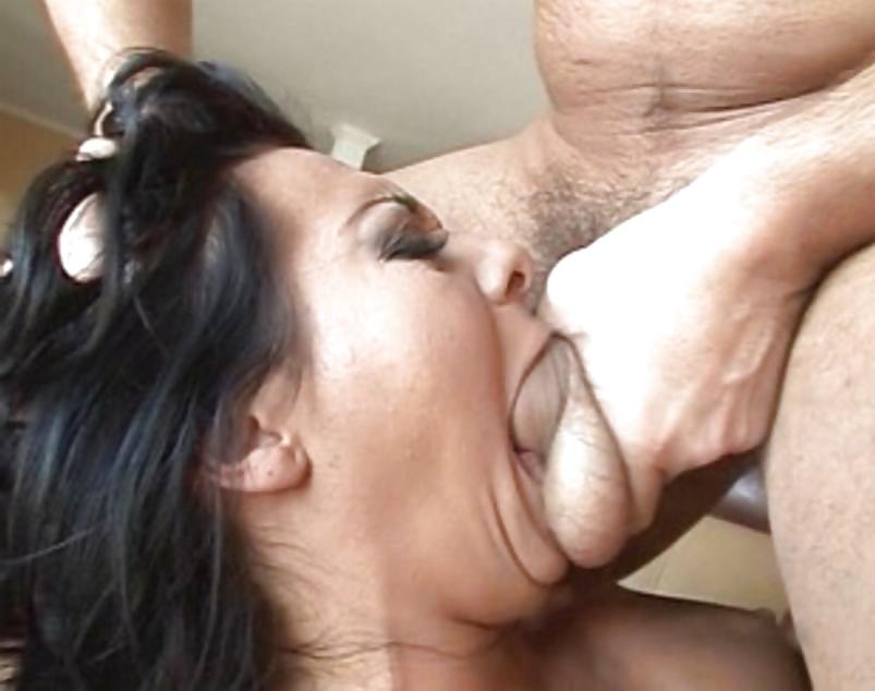 Оральный секс таджикски, скрытая камера женском туалете в ночном клубе