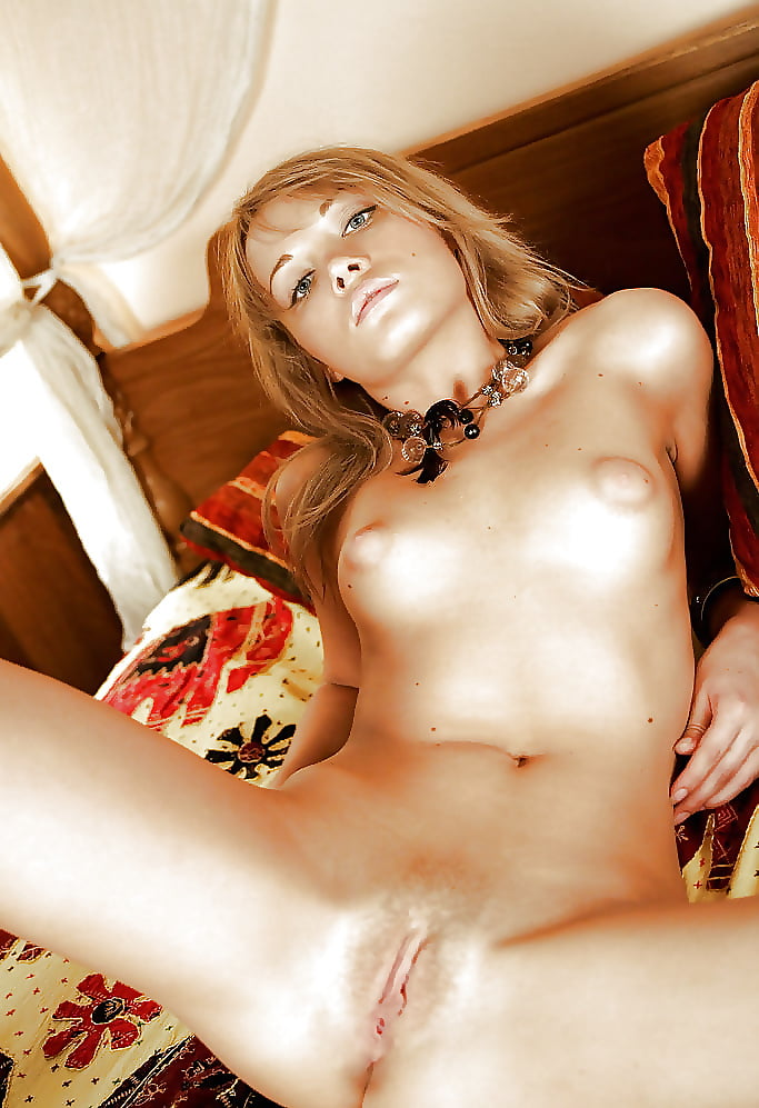 Naked cute girl pic-4659