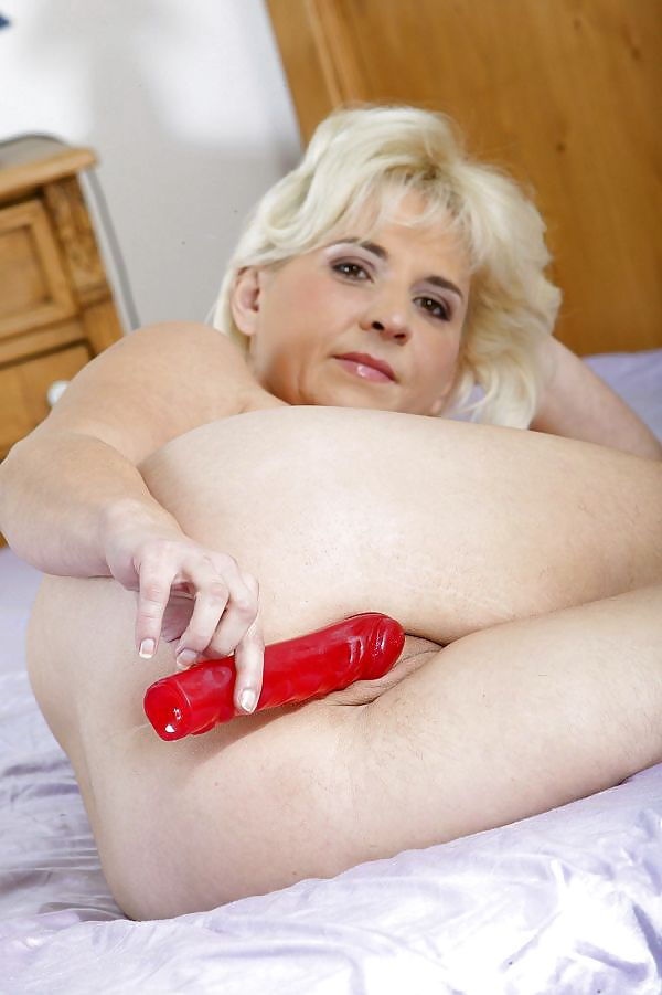 Порно фото старой суки с самотыком 14