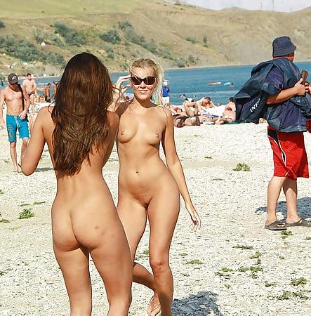 Hot girls dancing in bikini