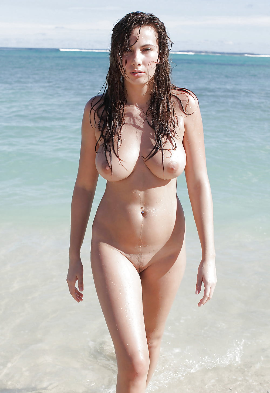 curvy-nude-beach