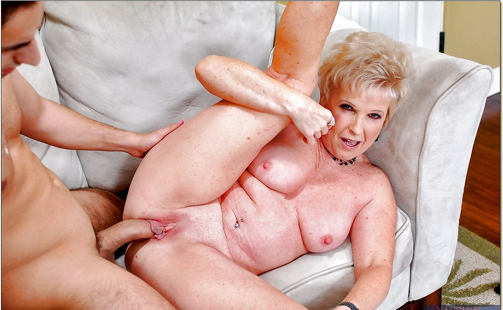 Beautyful Wet Granny Likes To Have Oral And Anal Sex