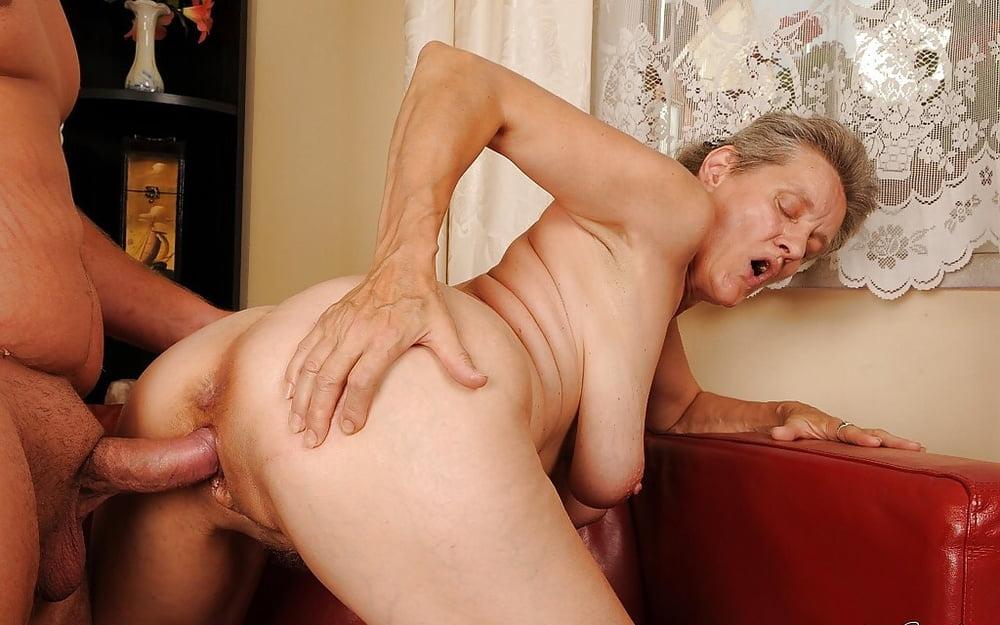 тетки в возрасте трахаются с зади аделаида