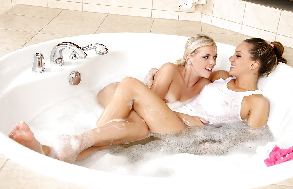 Old Woman Had Some Fun With A Young Lodger In A Bath