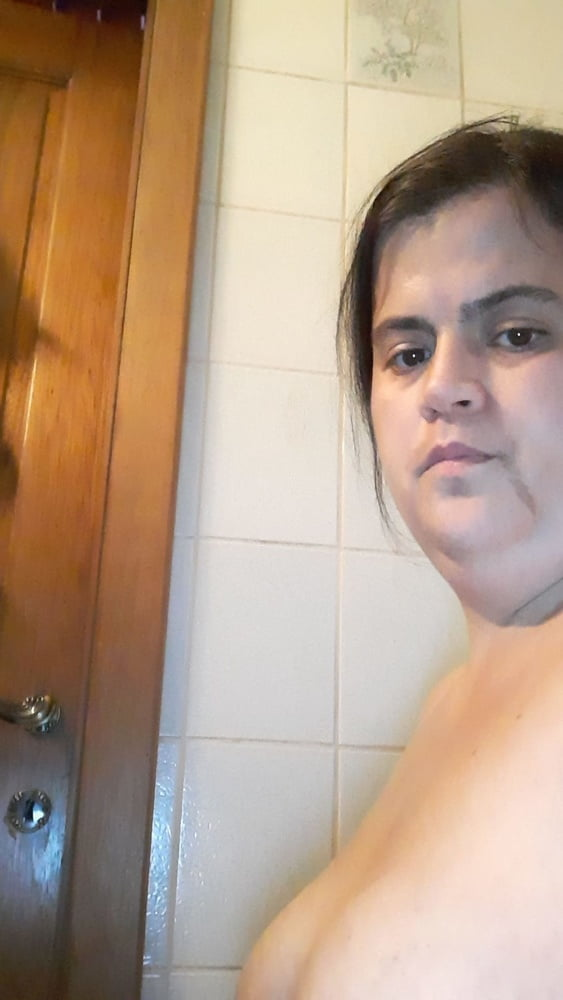 Nude fat chick Kelly exposed