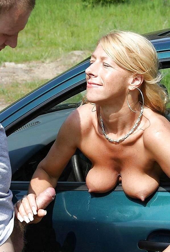 Порно показывают сиськи на трассе