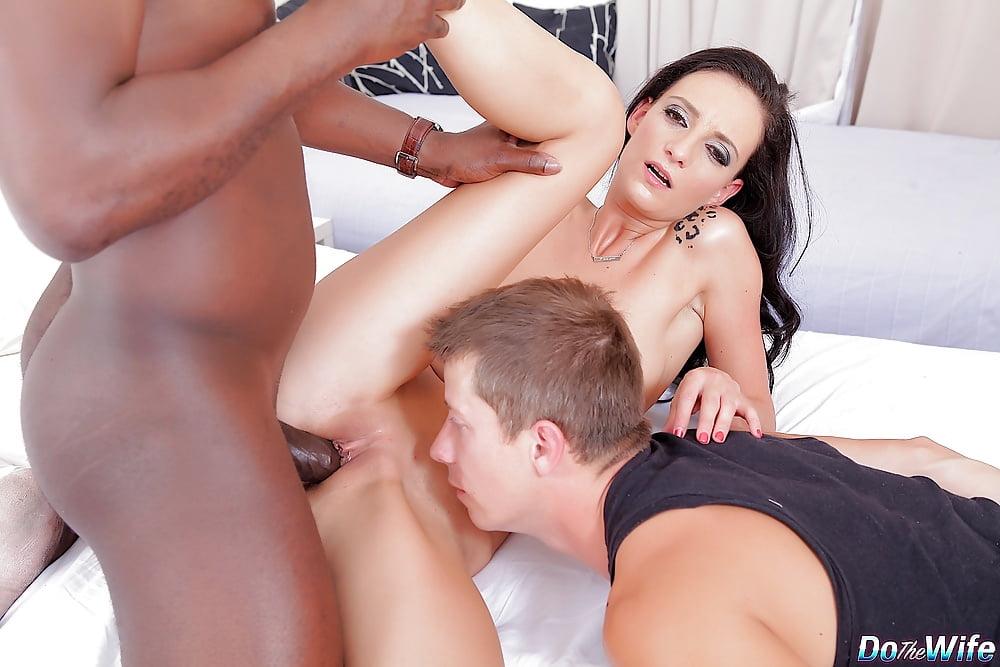 Swinger wife laura davis shows her cuckold
