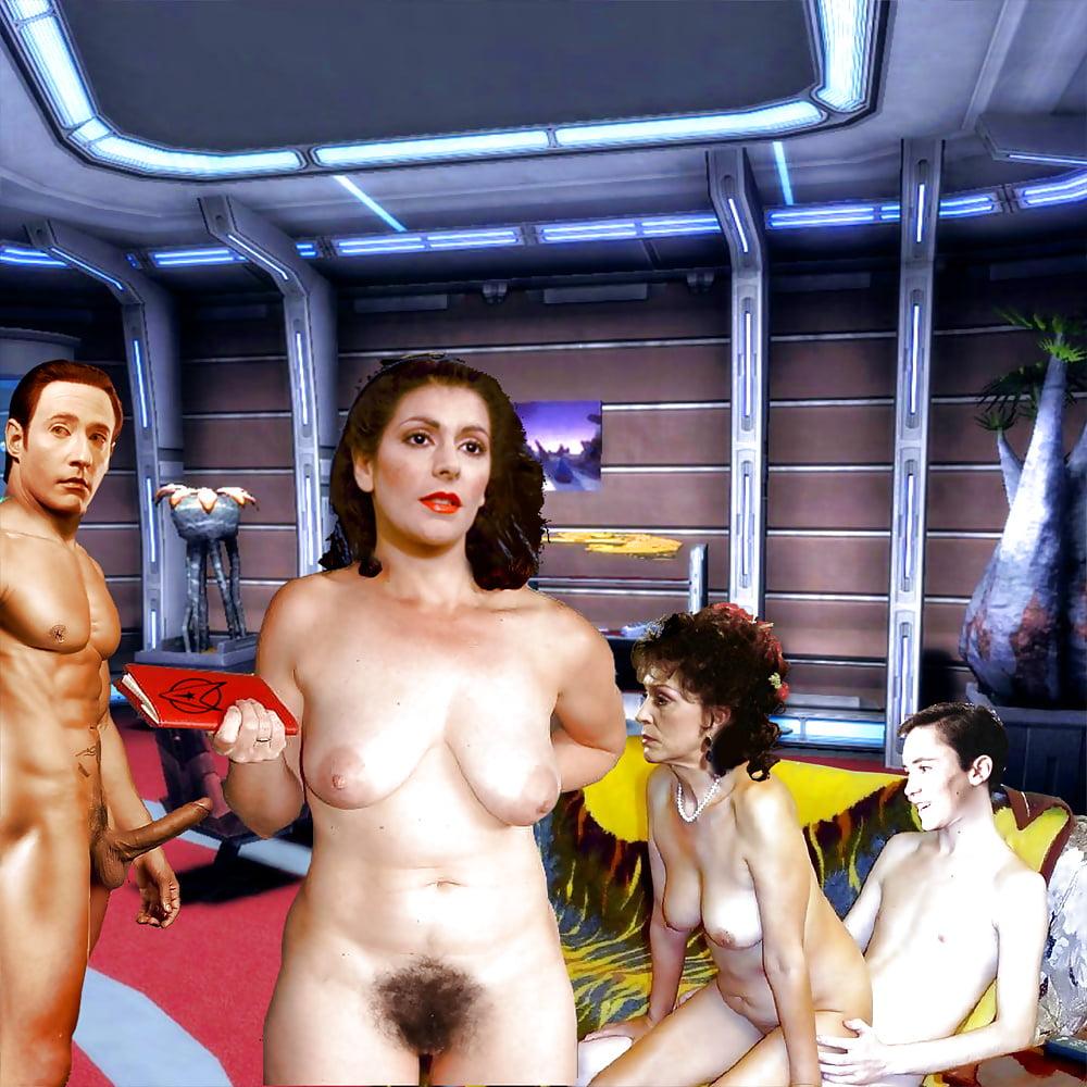 Chris pine's sexy sex scenes in star trek