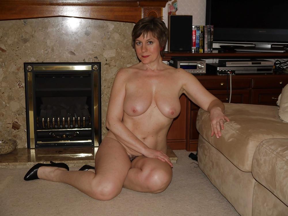 еще будут смотреть онлайн видео зрелая женщина дома одна подруги покажут вам