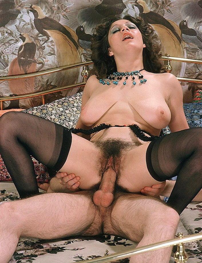 одна соседка старое ретро секс фото волосатых девок брюнетка