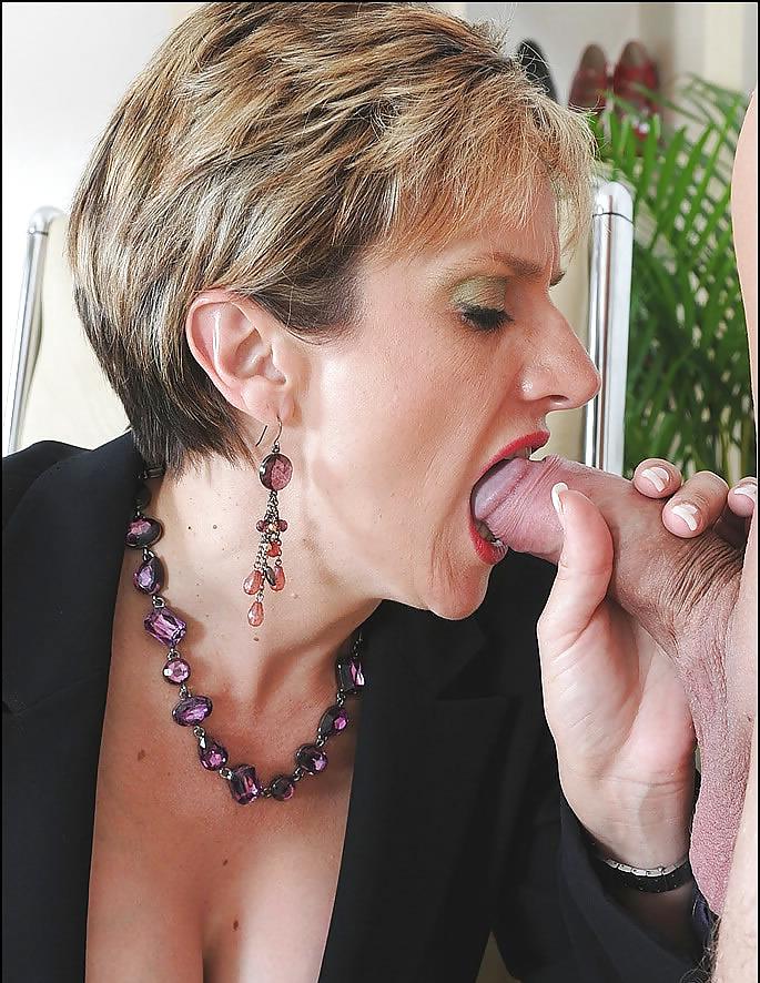 Горячая сексуальная леди сосать