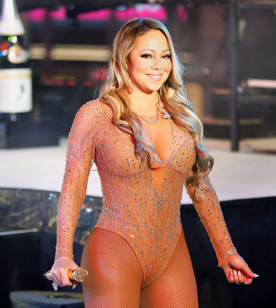 Mariah's Sexy Boobage - 54 Pics