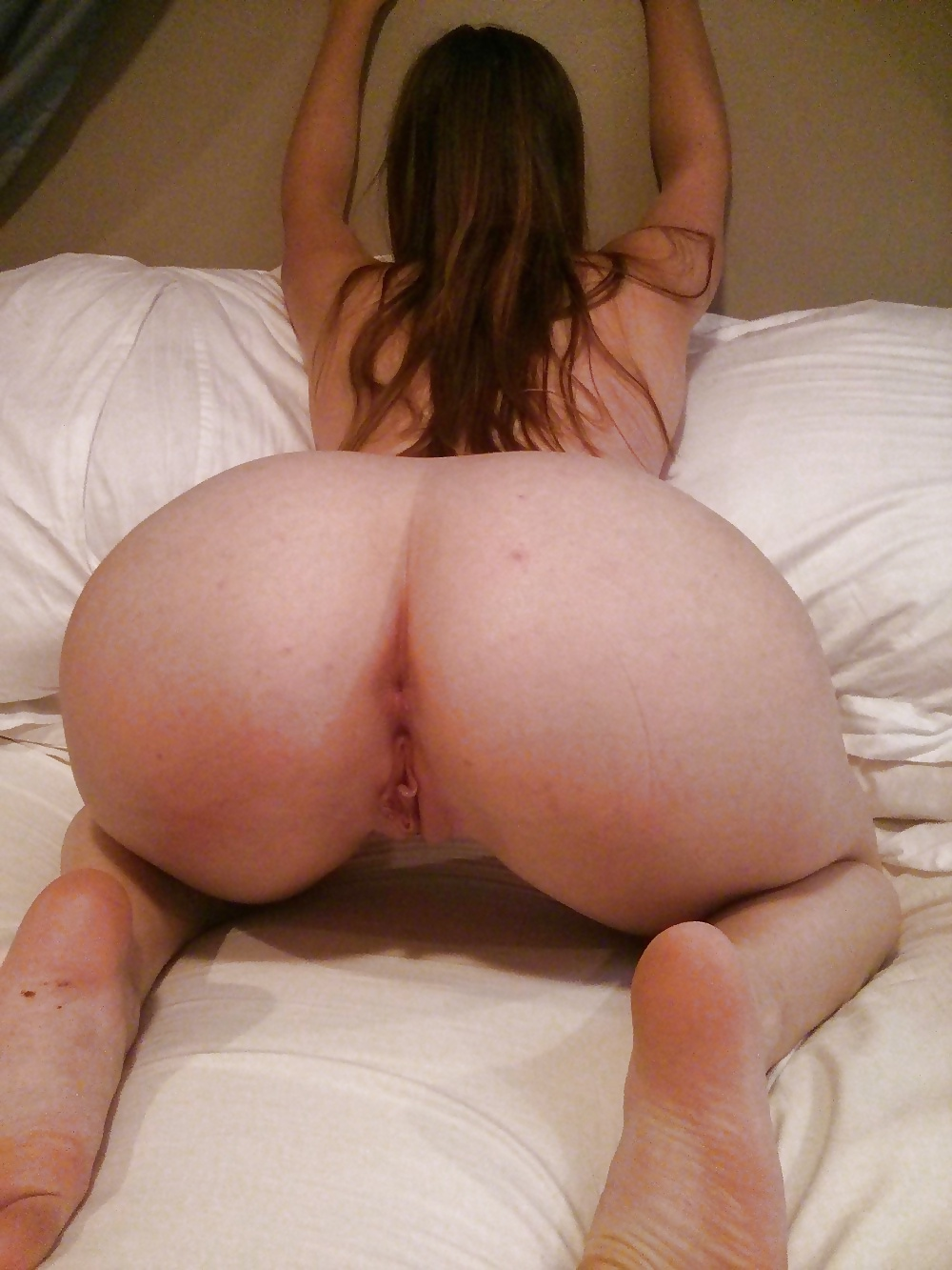 Big ass white girl fucking dildo